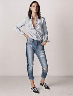 The denim trend is not going anywhere soon, and Spanish fashion brand Mango celebrates the textile with a new 'denim on denim' collection. From denim jackets to… Daily Fashion, Dope Fashion, Tomboy Fashion, Denim Fashion, Fashion Brand, Estilo Tomboy, Estilo Jeans, Moda Dope, Simple Outfits