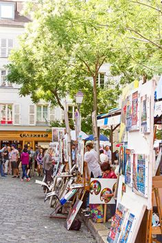 A walk to . Montmartre, and in the covered passages of Paris Montmartre Paris, Paris Map, Paris City, Paris Paris, Best Restaurants In Paris, Restaurant Paris, Paris Hotels, Paris Hidden Gems, Paris Garden