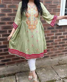 Green Pakistani Kurta, Pakistani Outfits, Anarkali, Frock Patterns, Kurta Style, Pakistani Dress Design, Short Frocks, Kurta Designs, Stylish Dresses