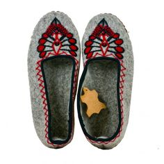 Grey wool felt slippers with embroidery