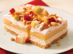 Enjoy three tasty layers in this luscious Caramel Apple Pudding Dessert. From the crushed cookie crust to the sweetened cream cheese, pudding and caramel-topped apples, we love the great flavor of this Caramel Apple Pudding Dessert. Kraft Foods, Kraft Recipes, Apple Dessert Recipes, Pudding Desserts, Köstliche Desserts, Apple Recipes, Dessert Healthy, Pear Dessert, Pudding Cake