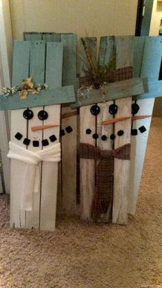 20 Brilliant DIY Pallet Furniture Design Ideas to Inspire You - diy pallet creations - holiday crafts Wooden Christmas Crafts, Pallet Christmas, Christmas Signs, Outdoor Christmas, Diy Christmas Gifts, Rustic Christmas, Holiday Crafts, Christmas Cards, Winter Wood Crafts