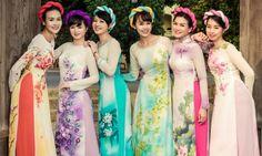 Nhiều người đẹp nức tiếng một thời khoe dáng trong những thiết kế thuộc bộ sưu tập 'Hà Nội 12 mùa hoa' của Anh Thư. -  Ngôi sao