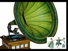Makes every home magic. Just needs an old Edith Piaff record. Old Record Player, Record Players, Radios, Vintage Records, Phonograph, Or Antique, Antique Items, Kinds Of Music, Shades Of Green