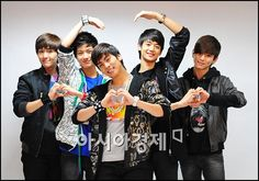 SHINee never fail to make me smile if not laugh.