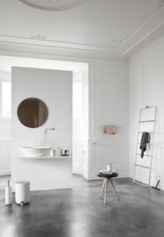 I love this floor. This is so simple and clean. The high ceilings don't hurt ;).