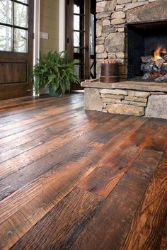 Gorgeous re-claimed oak floors, stone fireplace, neutral walls, dark wood doors … - Traumhaus Zimmer Home Renovation, Home Remodeling, Rustic Wood Floors, Barn Wood, Wood Walls, Casas Containers, Wide Plank, Floor Design, Design Design