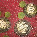 bonjour   Des petits gâteaux gourmands et fondant, a la forme original d oeuf recouvert d un glaçage au...
