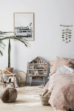 We really love the boho chic universe of Minimuhuu. Their pieces are so easy to combine with any style of decoration, but they are simply perfect for a cosy, bohemian kid's room. This French label stands out by its supersoft organic linen bedding in a beautiful, muted colour palette and subtle patterns. I think it's easy to …