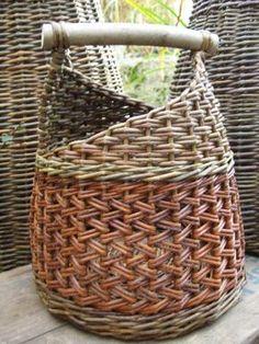 Klara Arrow by TamidP basket Paper Weaving, Weaving Art, Weaving Patterns, Willow Weaving, Basket Weaving, Newspaper Crafts, Pine Needles, Paper Basket, Weaving Techniques