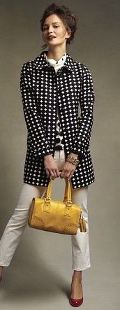 Red shoes with black and white clothes is always classic. A yellow bag brings it up to date. Yellow is the new neutral for a bag, it goes with so much. Try it!