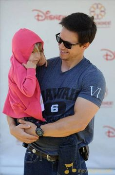 Mark Wahlberg being a daddy :) Donnie Wahlberg, Mark Wahlberg, Wahlberg Brothers, The Other Guys, Celebs, Celebrities, Man Alive, American Actors, Cute Boys