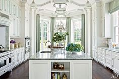Greenberg and Elissa Cullman Design a Federal-Style Mansion in Houston Allan Greenberg designed the classic white kitchen cabinetry in this Houston home.Allan Greenberg designed the classic white kitchen cabinetry in this Houston home. Elegant Kitchens, Luxury Kitchens, Beautiful Kitchens, Beautiful Homes, White Kitchens, Tuscan Kitchens, French Kitchens, Cream Kitchens, Open Kitchens