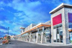 Facades de magasins Retail Facade, Shop Facade, Building Facade, Mall Design, Store Design, Web Creation, Retail Architecture, Strip Mall, Royalty Free Pictures