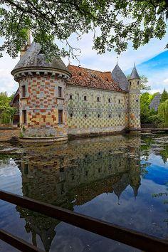 Château de Saint-Germain-de-Livet. Calvados. Normandie Francia. Chez Georges, Chateau Medieval, French Castles, Beautiful Castles, Chateaus, Fortification, French Chateau, French Countryside, Saint Germain