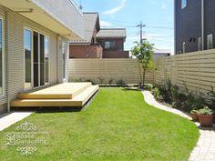 庭 ナチュラル 芝生 ウッドデッキ Terraced Backyard, Backyard Patio, Backyard Landscaping, Small Outdoor Patios, D House, Back Patio, Deck, Ideal Home, New Homes