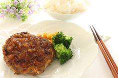 Hamburguesas de arroz y pollo con salsa de cebolla confitada - Recetín