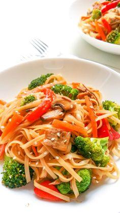 szybki sezamowy stir-fry z warzywami Vinaigrette, Stir Fry, Fries, Spaghetti, Dinner Recipes, Food And Drink, Ethnic Recipes, Diet, Noodle