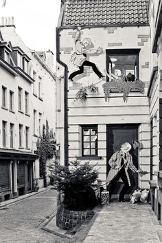 When passion for comics becomes street art.  (Bruxelles, Belgium, 2010)