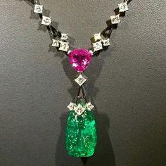 """ Beautiful necklace by Alexandre Reza @alexandrereza  set with Colombian Emerald of 27,90 carats  at #tefaf2016  via @nazaninlankarani #alexandrereza…"""