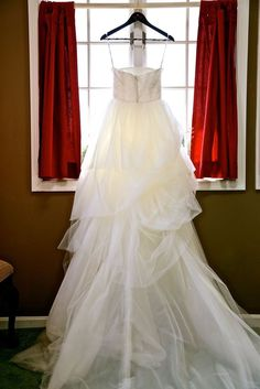 908ce12c78d5a Details about Vera Wang wedding gown + accessories; VW351065 of the White  Collection