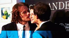 Caitriona gets kisses from Sam and Tobias