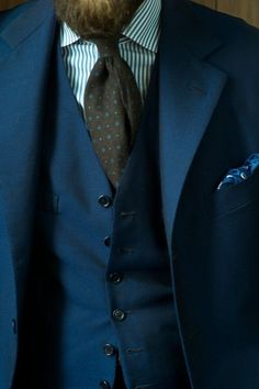 Mooie stropdas, wit overhemd en mooi pochet....en klaar!