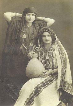 Armenian Traditional Clothing from Van Van Ermenilerinin geleneksel kıyafetleri