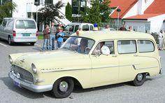 Ett begränsat antal stationsvagnar gjordes av Ghia-Aigle. Dessa fick modellnamnet Caravanne. Auto Service, Limo, General Motors, Cars And Motorcycles, Vintage Cars, Classic Cars, Nostalgia, Vans, Passion