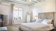 modern fagerendás ház, hálószoba (Lakberendezés 10) Bed, Furniture, Home Decor, Villa, Decoration Home, Stream Bed, Room Decor, Home Furnishings, Beds