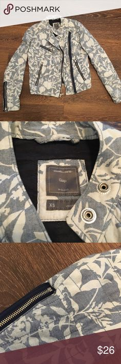 GAP Floral Patterned Quilted Moto Jacket Very comfortable quilted moto jacket. Has good pocket space. Can wear zipped up or open. GAP Jackets & Coats