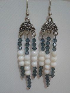 Orecchini con swarovski blu e perline bianche