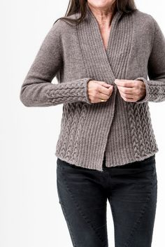 Nala Cardi pattern by Regina Moessmer - my knitwear designs Christmas Knitting Patterns, Sweater Knitting Patterns, Arm Knitting, Cardigan Pattern, Knit Patterns, Knit Cardigan, Pull Torsadé, Mode Cool, Dress Gloves