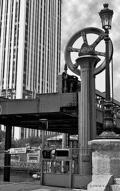 Paris - 19ème arrondissement  le pont levant de Crimée