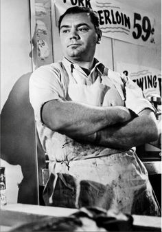 Ernest Borgnine plays Marty, a lonely Arthur Avenue butcher. Considered the prototype of the modern romantic comedy, scenes of Marty working were shot in my great-grandfather's butcher shop Oscar Best Picture, Best Picture Winners, Turner Classic Movies, Classic Films, Hollywood Stars, Old Hollywood, Classic Hollywood, Great Films, Good Movies