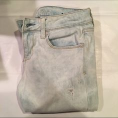 Acid Wash Pale American Eagle Jeans (Skinny) These sweet slacks are perfect for summer or winter. Worn twice. Size 4. In new condition. Cleaned before shipment and shipment within one day of purchase. Interested and have questions? Comment! Please no trades. All offers through offer button. Happy Poshing! ❤️ American Eagle Outfitters Jeans Skinny