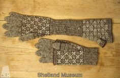 interesting construction. Fair Isle gloves from Shetland Museum Knitwear Collection. Carriage Drivers Gloves.