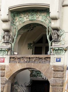 Prague, Rashinovo Embankment, Art Nouveau Architecture. Carved stone owls over doorway | JV