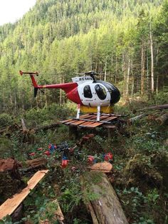 Steve Forbes shared this shot of his 'office' on the northern West Coast of British Columbia. Helicopter Pilots, Military Helicopter, Aigle Animal, Airbus Helicopters, Bush Plane, Bomber Plane, Aviation Industry, Aviation Art, Emergency Vehicles