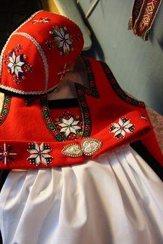 Hardangerbunad norway Doll Costume, Costumes, Norwegian Clothing, Folk Clothing, Hardanger Embroidery, Sewing Dolls, Lace Making, My Heritage, World Cultures