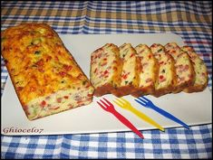 Chec aperitiv cu de toate Savory Snacks, Quiche, French Toast, Bacon, Good Food, Dessert Recipes, Food And Drink, Artisan, Cooking