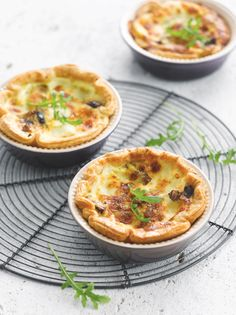 Quiche met mozzarella en champignons http://www.njam.tv/recepten/quiche-met-mozzarella-en-champignons