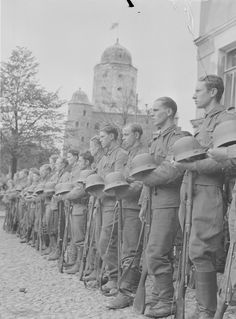 Finnish soldiers at a parade in captured Vyborg, 1941 - pin by stinky old poop stain Viborg, Ww2 Uniforms, Ww2 History, Axis Powers, Helsinki, World War, Wwii, Aircraft, Army