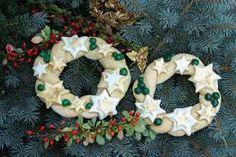 Výsledek obrázku pro ruční výrobky na vánoce Burlap Wreath, Decoupage, Christmas Wreaths, Diy Crafts, Holiday Decor, Scrappy Quilts, Make Your Own, Burlap Garland, Homemade