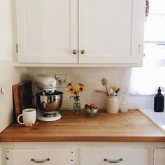 Incredible Interior Decor : Country Chic Home Design - Kitchen Dining, Kitchen Decor, Kitchen Sink, Soap Kitchen, Kitchen Mixer, Kitchen Cabinets, Casa Cook, Deco Design, House Rooms