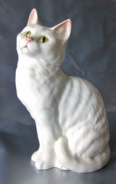Pick a fluffy and grinny ceramic cat and paint him to look like a cheshire cat. Ceramic Animals, Ceramic Art, Cat Statue, Cat Decor, Cat Sitting, White Cats, Vintage Cat, Animal Sculptures, Cat Design