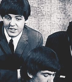 AwwwwWWWWWWWWW!!!!!!!!!!!!! ^.^ omg I love Paul and his quirky faces...specially when he winks at the camera >///<