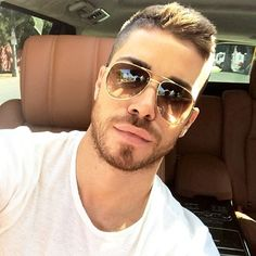 JustLifeStyle shared a photo from Flipboard   Handsome Face   Pinterest    Homem, Rosto oval e Barba 630f80db14
