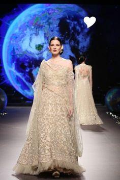 New wedding dresses indian royals tarun tahiliani ideas New Wedding Dress Indian, Indian Bridal Outfits, Pakistani Bridal Wear, New Wedding Dresses, Wedding Attire, Tarun Tahiliani, Pakistan Bride, Asian Bridal, Bridal Fashion Week