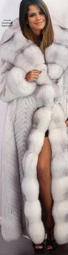 The Colors of Winter Season Knitwear Fashion, Fur Fashion, Winter Fashion, Fox Fur Coat, Fur Coats, Fabulous Furs, Great Women, Amazing Women, White Fur